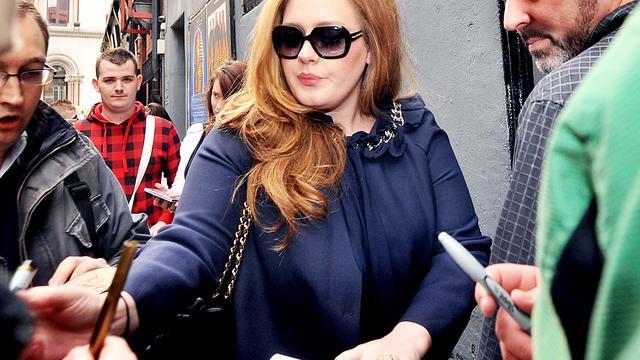 Zieke Adele moet weer shows afzeggen