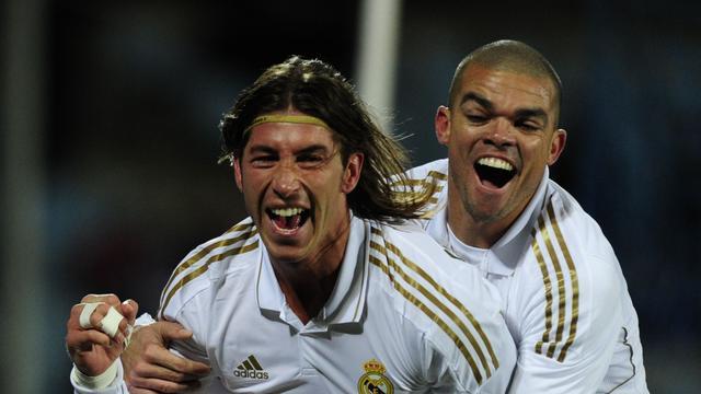 Real Madrid en Barcelona winnen beide nipt