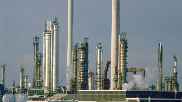 Inwoners klagen over stank door storing bij Esso-raffinaderij in Botlek