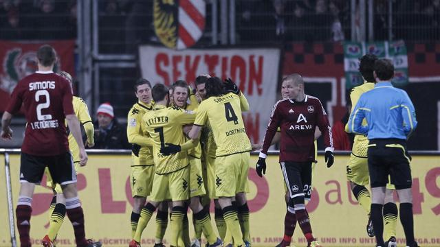 Dortmund zet Bayern en Schalke onder druk