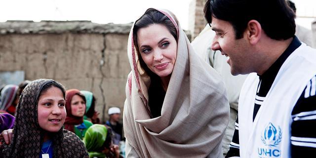 Angelina Jolie beter mens door vluchtelingenwerk