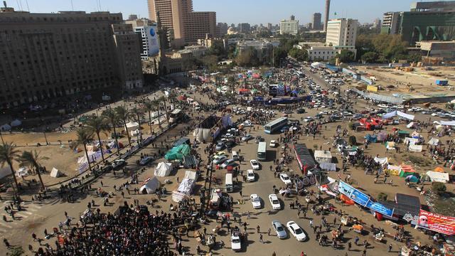 Egyptenaren bezetten Tahrirplein tegen leger
