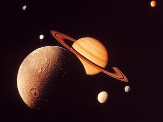 Massa van ruimtellichamen is zeven à acht keer die van aarde