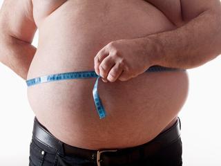 WHO ziet een verband tussen obesitas bij kind en volwassene