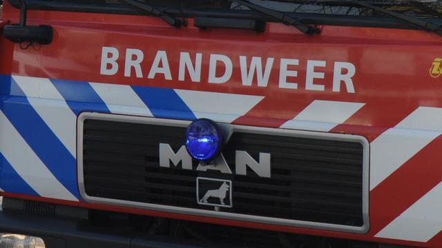 Drukke wegen door brand in machineloods Vlaardingen