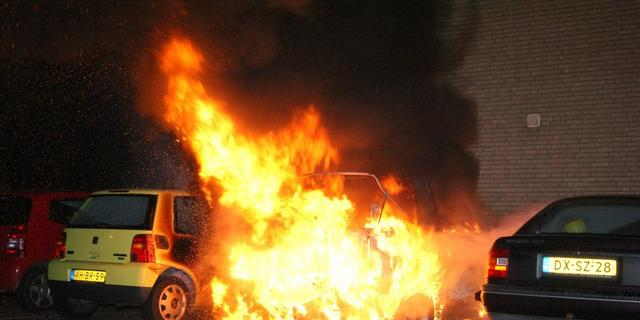 Auto vliegt in brand in centrum Olst