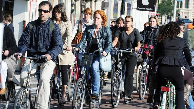 Weer tientallen fietsers bekeurd bij kruising Maliebaan