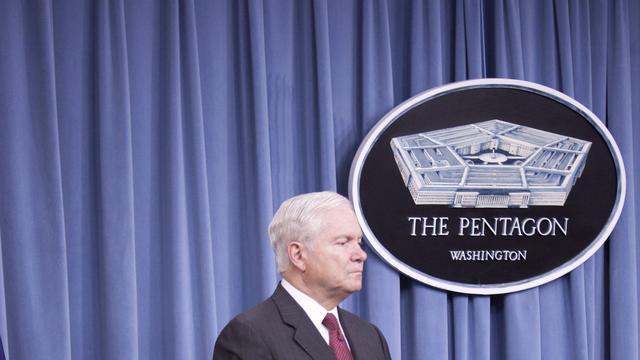 Pentagon zet mes in defensie