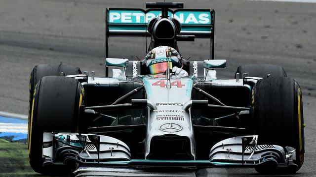 Hamilton blijft Rosberg ook in laatste vrije training voor