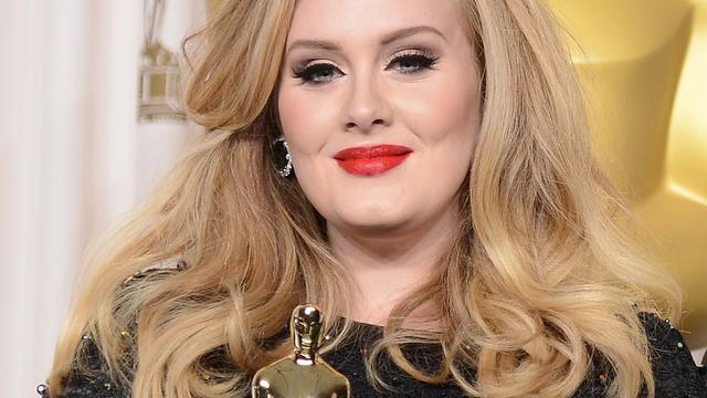 Adele huilt om eigen muziek