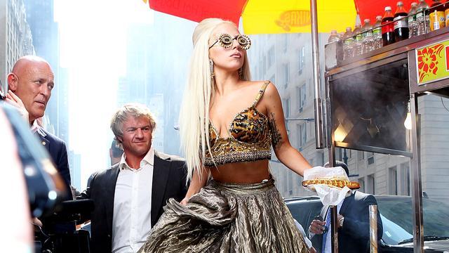 Lady Gaga spreekt gepeste tiener toe