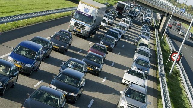 Veel vertraging door groot ongeluk op A1 bij Bathmen