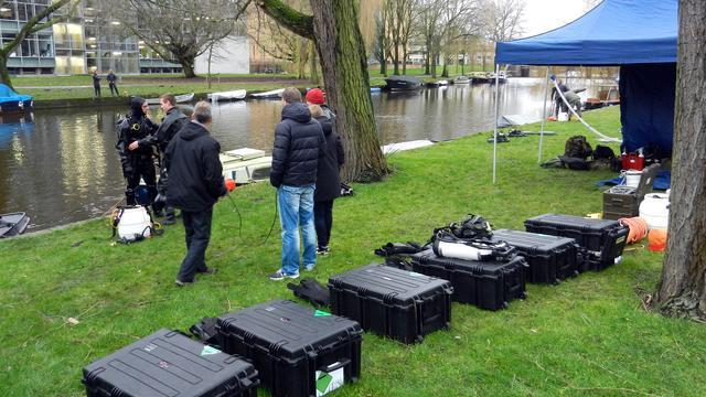 Duikers vinden granaatlanceerbuis Amsterdam