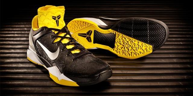 Nike lanceert Zoom Kobe VII System Supreme