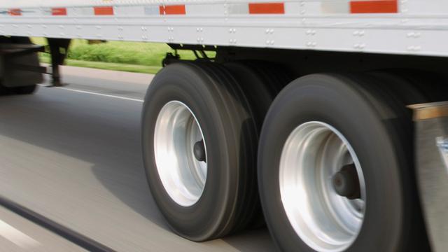 GroenLinks wil meer vrachtwagens met zijpanelen