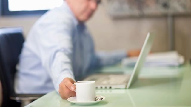 Werknemers vinden goede koffie belangrijker dan lunch
