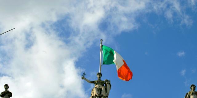 'Ierland moet harder bezuinigen'