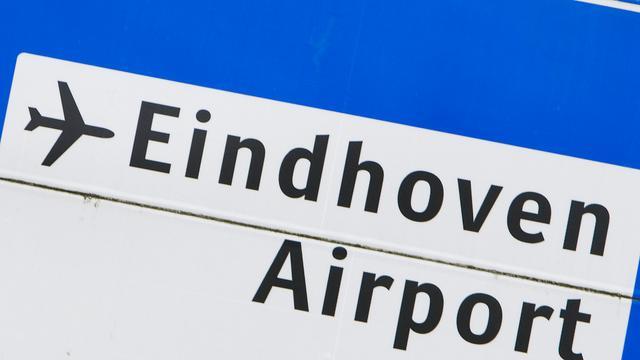 Vliegtuig in problemen bij Eindhoven