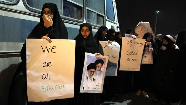 Heldenonthaal voor uitgezette diplomaten Iran