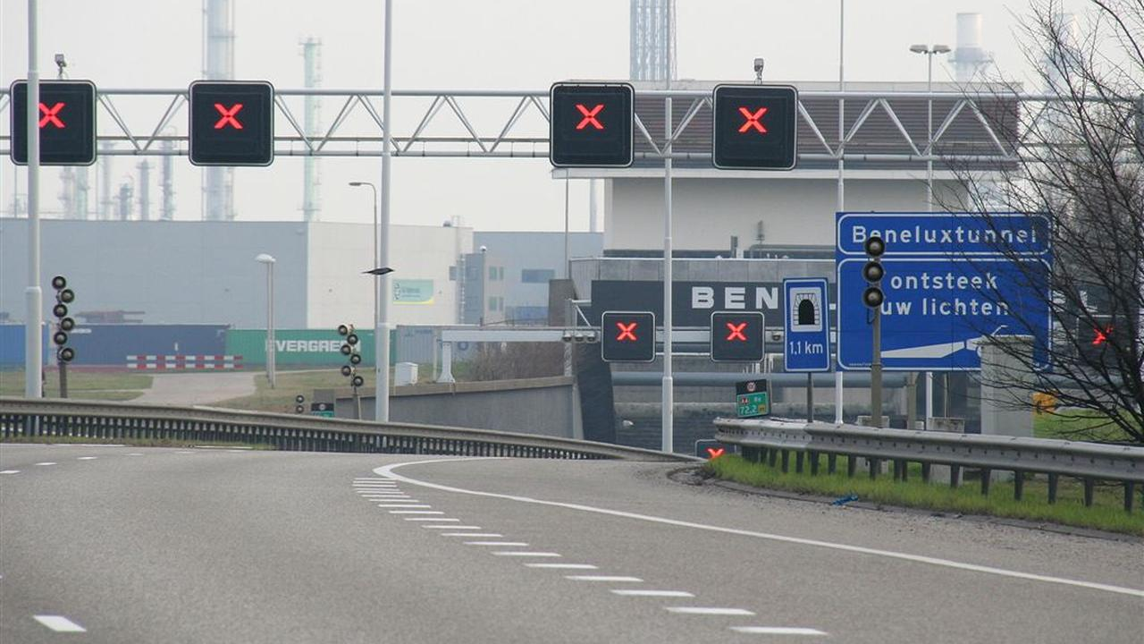 Rijkswaterstaat adviseert Rotterdam te mijden vanwege verkeersinfarct