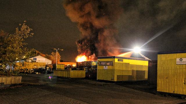 Grote brand verwoest afvalloods in Nuth