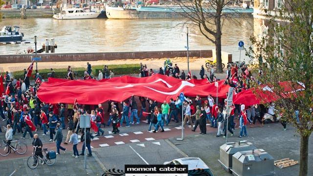Turken demonstreren in Den Haag tegen terrorisme