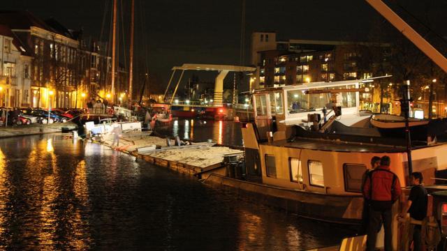Gestrand schip in Haarlem was lek door scheur