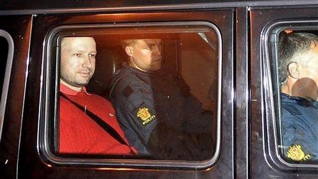 Breivik blijft langer in hechtenis
