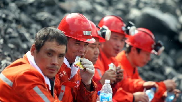 Mijnwerkers China gered na week onder grond