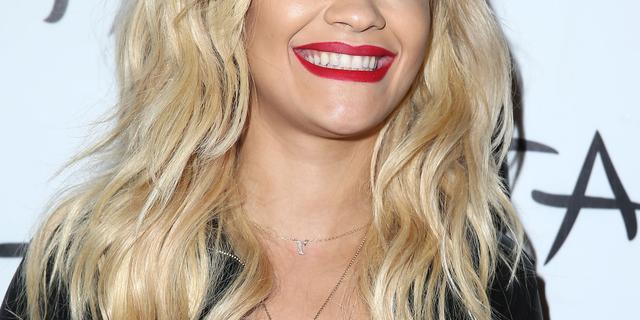 'Rita Ora gevraagd minder decolleté te tonen bij The Voice'
