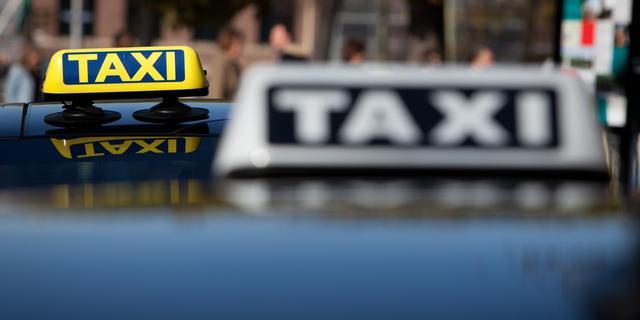 Politie zoekt getuigen van overval op taxichauffeur Pascalweg
