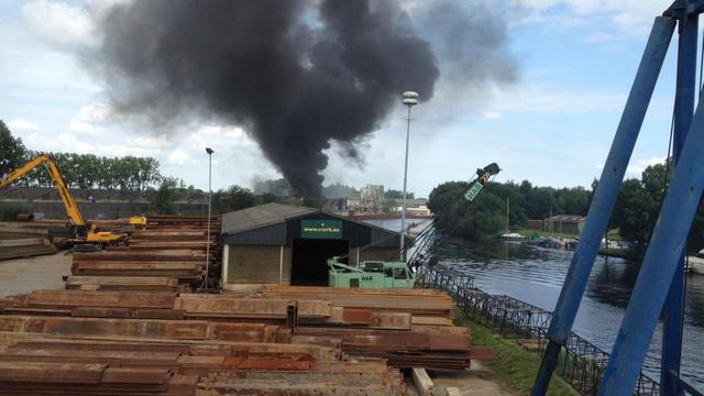 Geen asbest vrijgekomen bij brand in fabriek Eemnes