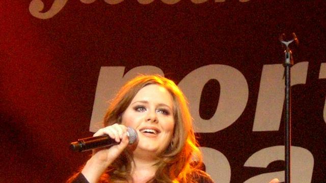 Adele noemt succes 'bitterzoet'