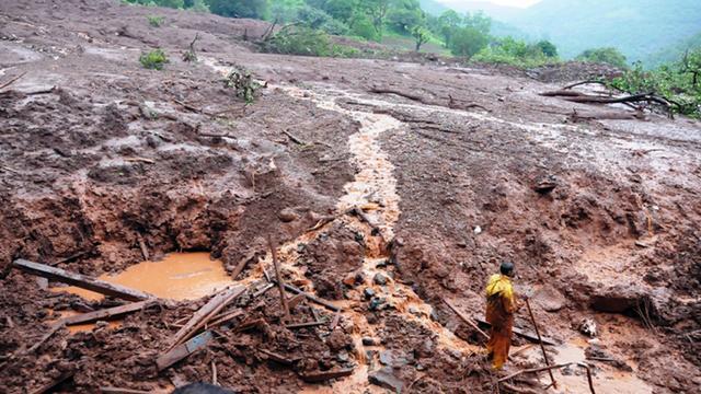 Dodental aardverschuiving India loopt op