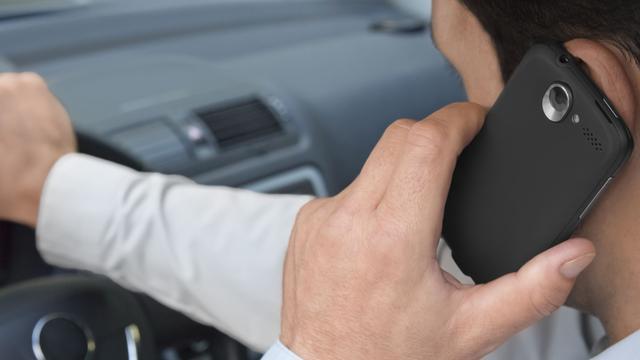 Dubbele boete voor bellende automobilist