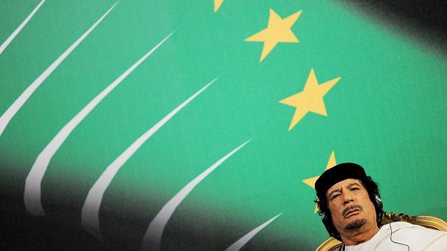 'Kaddafi wil over overdragen macht praten'
