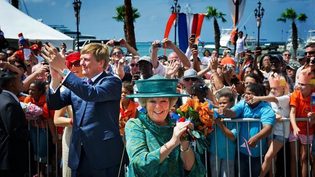Koningin Beatrix verwelkomd op Aruba