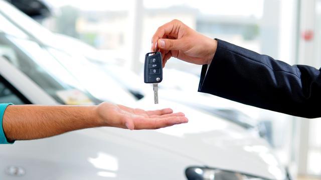 Autoverkoop in eerste half jaar bijna een derde lager