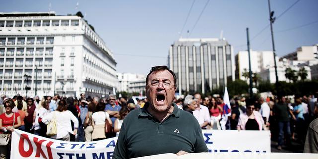 Griekse ambtenaren staken weer