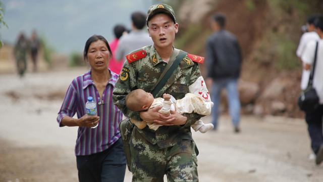 Dodental aardbeving China loopt op tot 381