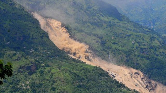 Geen hoop meer na aardverschuiving Nepal