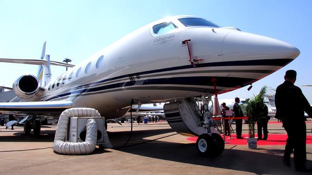Vliegtuig Russische miljardair aan de grond na sancties