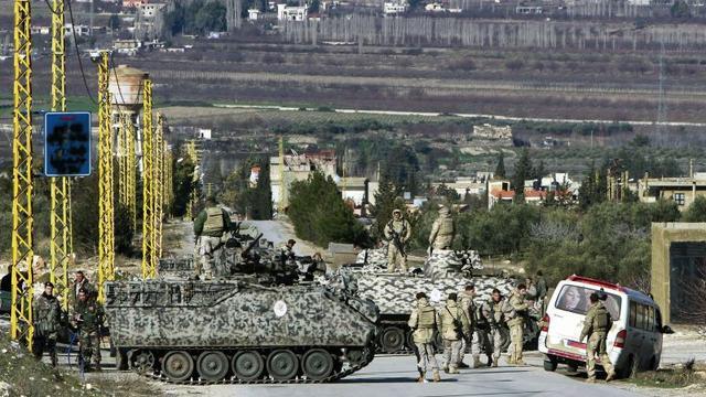 Strijders nemen bus Libanees leger onder vuur