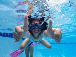 Tijdens zwemlessen worden onverwachte situaties nagebootst
