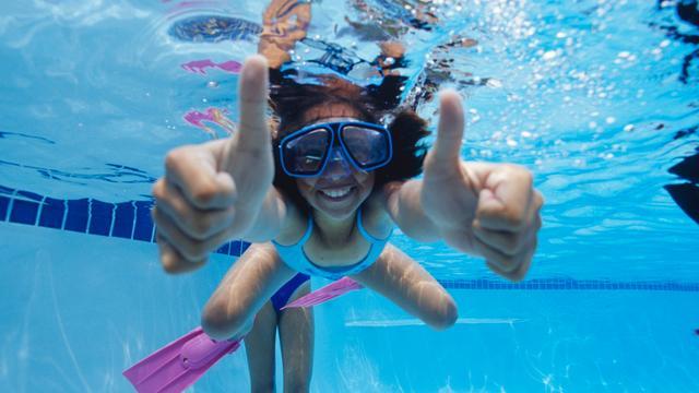 Zwemles leert kind voortaan 'overleven bij onverwachte situaties'