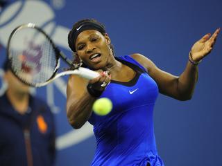 De Amerikaanse staat slechts zes games af aan de Deense en treft Stosur in de finale van de US Open.