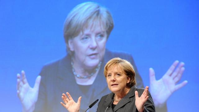 Merkel wacht beproeving over noodfonds