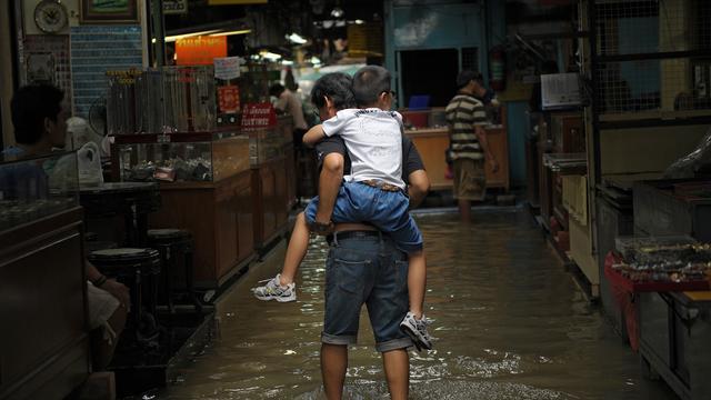 Bangkok bedreigd door overstromingen