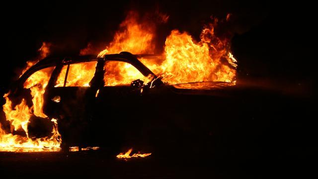Auto verwoest door brand in Deventer
