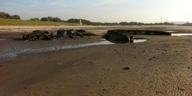 Caisson ontploft op strand Ritthem